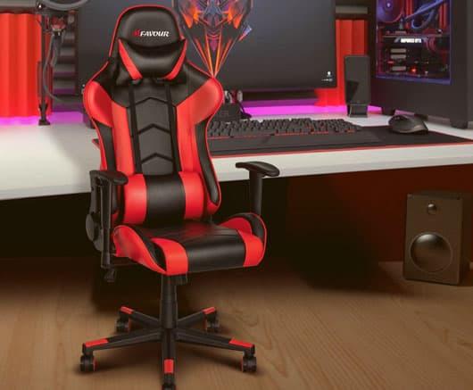 una silla gamer con su escritorio gamer
